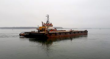 CM2007 Deck top barge
